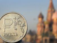 Banca centrala a Rusiei a cheltuit 90 de miliarde de dolari in 2014 pentru sustinerea rublei. PIB-ul tarii s-ar putea contracta cu 4%, in 2015