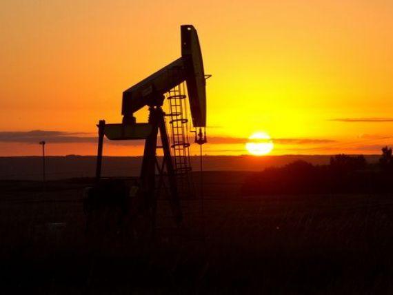 Pretul petrolului a revenit la minimul ultimilor cinci ani si jumatate. Stocurile, la cel mai inalt nivel din ultimii 30 de ani