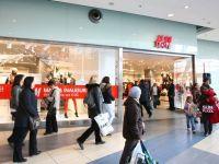 Un sfert dintre romani isi cumpara haine o data la 2-3 luni, in general din mall-uri, si cheltuiesc in medie peste 200 de lei. Top 5 branduri preferate