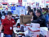 Rusii iau cu asalt magazinele, pentru a-si cheltui economiile inainte sa se devalorizeze. Vanzarile de retail au crescut puternic in noiembrie