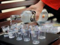 Rusia a esuat in combaterea alcoolismului. Autoritatile de la Moscova ieftinesc votca, pe fondul reorientarii consumatorilor catre produse de contrabanda