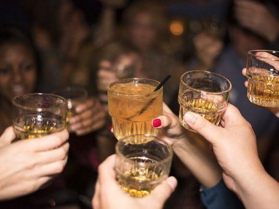 Țara care va găzdui Cupa Mondială la fotbal în 2022 dublează prețurile la alcool. Și băuturile dulci se scumpesc cu 50%