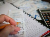 Romanii cheltuiesc peste 90% din veniturile lunare pe hrana si plata taxelor. Doar un procent merge spre investitii si 0,3% la educatie