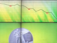 S&P a retrogradat ratingul de credit al Rusiei, in categoria nerecomandata pentru investitii, pentru prima oara in ultimii peste 10 ani. Rubla a scazut cu 6,6%