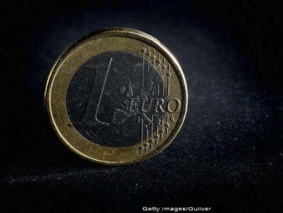 Euro a coborat fata de dolar sub nivelul de la introducerea monedei in 1999, pentru prima oara in noua ani. CEJ: Programul de achizitii al BCE, legal