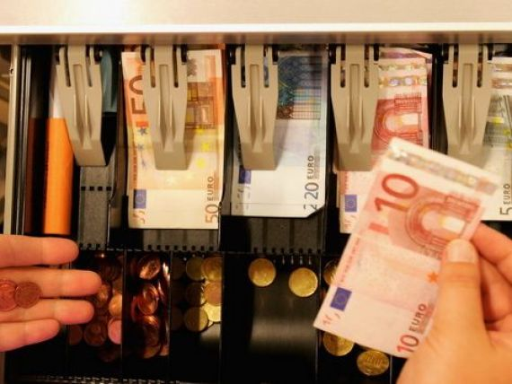 Marile lanturi de retail din Romania au promis ministrului Finantelor ieftiniri, daca Guvernul reduce TVA. De cand s-ar putea aplica taierile de preturi