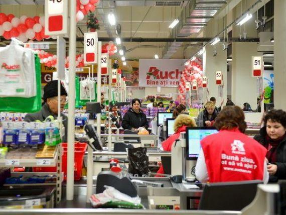 Recrutari masive in retail. Carrefour si Auchan scot la concurs sute de joburi pentru noile hipermarketuri pe care le deschid in acest an