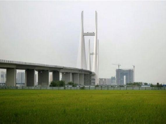 Podul care nu duce nicaieri . Cum arata constructia de 350 de milioane de dolari dintre China si Coreea de Nord. VIDEO