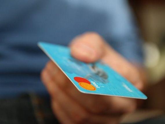 Solutiile BNR pentru criza creditelor in franci elvetieni; cardul de credit si ovedraftul au devenit cele mai folosite instrumente de creditare: este 3 milioane de romani datoreaza 1,6 miliarde de euro