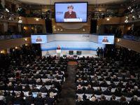 Planul de pace discutat de Merkel si Hollande cu Putin, ultima sansa de evitare a razboiului. SUA vorbesc de livrarea de armament catre Ucraina, Rusia fierbe