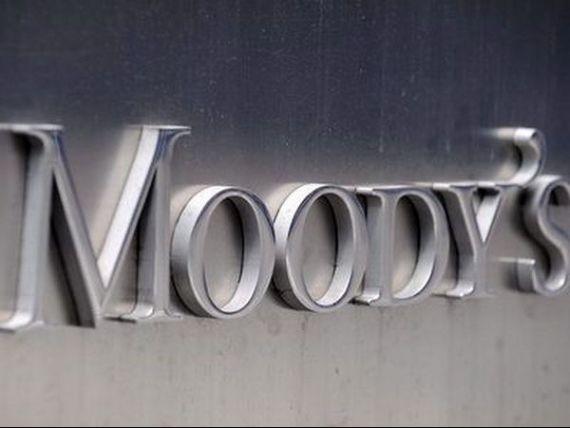 Moody rsquo;s a retrogradat ratingurile a cinci banci din Grecia, patru dintre ele prezente si in Romania. Agentia a pus si ratingul OTE sub supraveghere