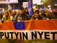 """""""Putin, nu! Europa, da!"""" sau """"Putin, pleaca! Si ia-l pe prietenul tau Orban cu tine! Proteste la Budapesta fata de vizita de azi a presedintelui Rusiei"""