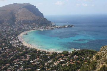 Sclavi pe pamantul Mafiei: constrangeri, amenintari si executii. Teroarea sub care traiesc si muncesc cei 15.000 de romani din Sicilia