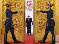 Criza din Rusia a ajuns la Kremlin. Putin isi taie salariul cu 10%, alaturi de cele ale premierului, ministrilor si ale altor demnitari si functionari publici