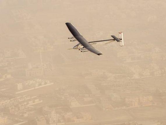 Moment istoric pentru industria aviatica: Solar Impulse 2, avion alimentat exclusiv cu energie solara, a pornit in prima calatorie in jurul lumii