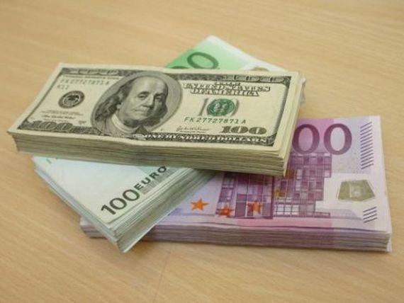 Euro trece din nou pragul de 4,5 lei. Moneda nationala s-a depreciat si in raport cu dolarul si francul elvetian