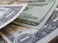 Dolarul revine pe crestere si incheie o saptamana in care cursul a urcat cu 15 bani si a doborat trei recorduri