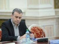 Darius Valcov, plasat in arest la domiciliu, dupa expirarea ordonantei de retinere. Fostul ministru este acuzat de trafic de influenta