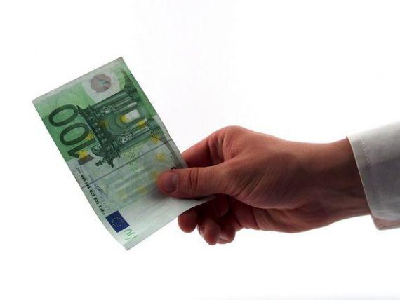 Efectul scaderii ratelor dobanzilor sub zero, pentru resuscitarea economiilor din Europa. Tara in care banca isi plateste clientii carora le da credite