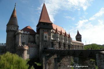 Castelul Corvinilor, pe coperta Lonely Planet si in top 5 destinatii din Romania, pe TripAdvisor. Incasari de 100.000 lei intr-o zi