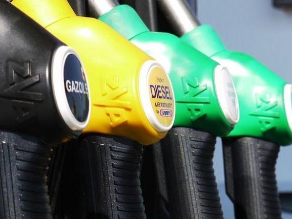 Carburantii se ieftinesc cu 50 de bani, de la 1 ianuarie, dupa scaderea TVA si eliminarea accizei suplimentare