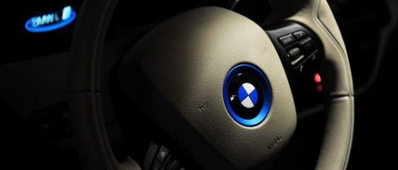 BMW şi Daimler se reinventează. Parteneriatul de un miliard de euro, care va transforma industria auto