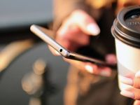 Tarifele de roaming in UE, mai mici de la 30 aprilie. Taxele vor fi eliminate total din 2017