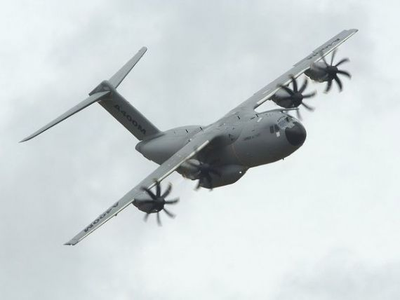 Airbus isi alerteaza clientii in legatura cu posibile probleme tehnice la modelul militar A400M, dupa prabusirea unui avion in Spania