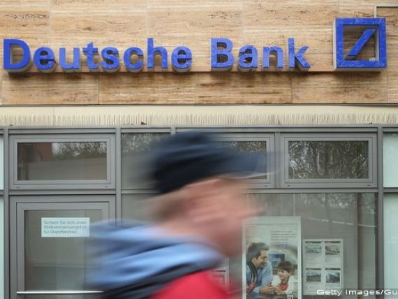 Opt angajati ai Deutsche Bank, inculpati pentru o frauda fiscala de 220 mil. euro