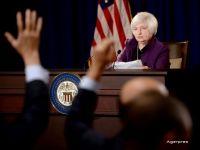 Rezerva Federala a majorat dobanda de politica monetara, a doua oara dupa 10 ani. Cursul euro-dolar, la cel mai scazut nivel din ultimii 14 ani