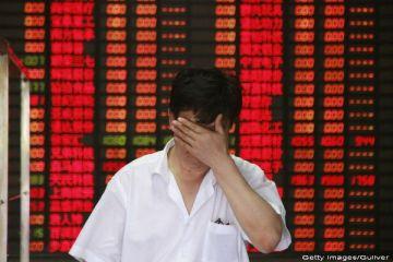 Lunea neagra. Scaderi uriase pe Wall Street. Bursa din China s-a prabusit cu 8,5%. Cele europene, la cel mai scazut nivel din ultimele sapte luni. Pretul petrolului, la cea mai mica valoare de dupa criza
