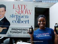The Late Show : Colbert preia stafeta de la Letterman in fruntea celui mai popular program de televiziune