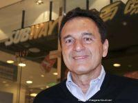 """A murit Fred DeLuca, fondatorul Subway. Povestea omului care a pus bazele primului lant de fast-food din lume, iar la 17 ani deschidea """"Pete's Super Submarines"""" cu 1000 de dolari imprumutati"""