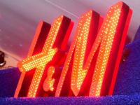 Proprietarul H&M vrea să-și majoreze controlul asupra celui de-al doilea retailer mondial de îmbrăcăminte