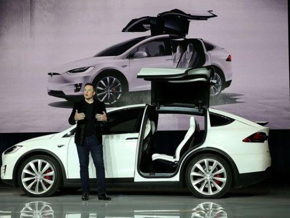 Masina SF, 100% electrica: Model X. Tesla a lansat primul sau SUV. GALERIE FOTO