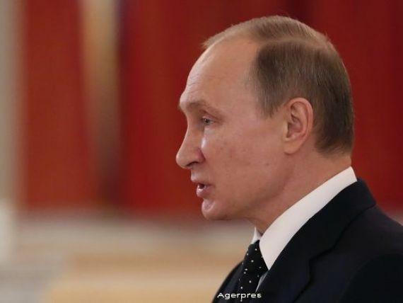 Economia Rusiei s-a contractat masiv in 2015, ca urmare a scaderii pretului petrolului si a sanctiunilor externe