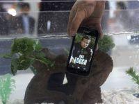 Primul smartphone care se spala cu apa si sapun. Ecranele telefoanelor inteligente pot contine de 30 de ori mai multe bacterii decat vasul de la toaleta