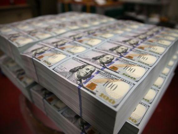 Dolarul american scade puternic, pe fondul informațiilor potrivit cărora China ar putea să nu mai cumpere obligațiuni americane