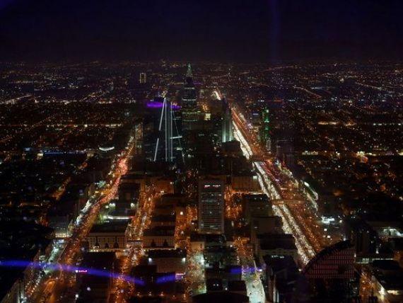 Arabia Saudita, deficit record de 98 mld. dolari in 2015 din cauza prabusirii pretului la petrol. Autoritatile cresc tarifele la benzina cu peste 50%