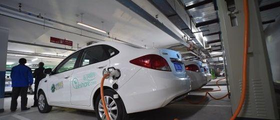 Opt din 10 români au o atitudine pozitivă față de mașinile electrice, dar mulți nu și le permit din cauza prețului. 42% spun că următorul lor vehicul va fi pe baterii