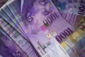 Verdict al CJUE în favoarea celor care s-au împrumutat în franci elvețieni. Cum pot scăpa clienții de creditele umflate de creșterea cursului