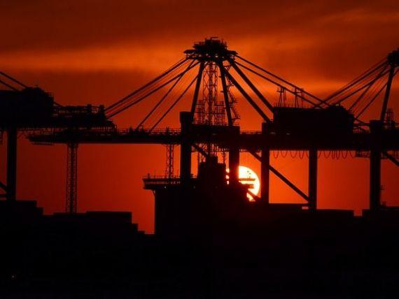 Oamenii de afaceri estimeaza o scadere a afacerilor din comert si din constructii, la finalul anului