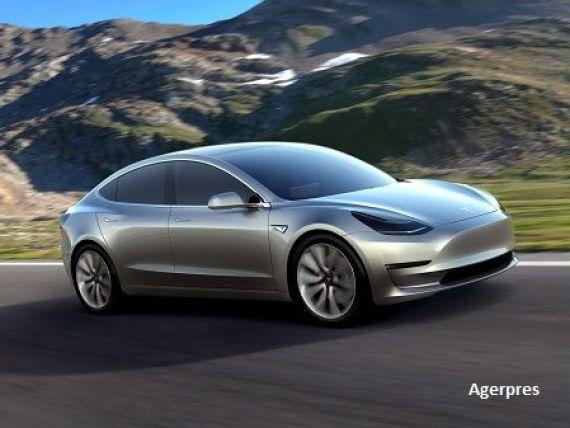 Noua masina electrica de la Tesla, surprinsa pe strada. Cum se comporta Model 3 in trafic. VIDEO
