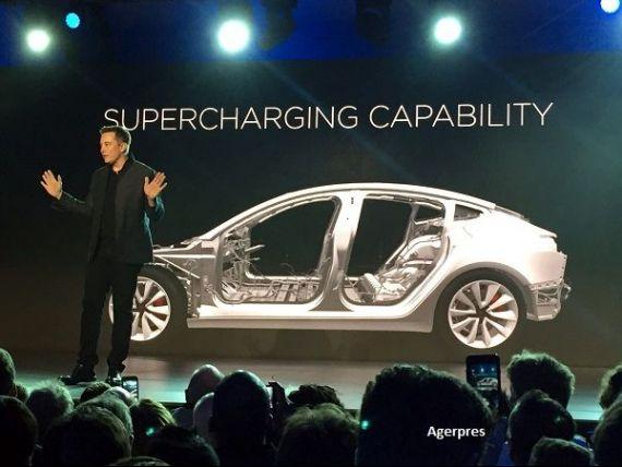 Revolutie in industria masinilor electrice. Tesla a prezentat sedanul Model 3, cu o autonomie de aproape 350 km si un pret la jumatatea modelelor anterioare