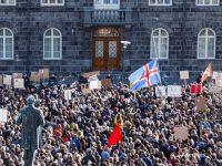 """Islandezii cer demisia premierului, in urma dezvaluirilor din dosarul """"Panama Papers"""", inca marcati de excesele anilor 2000 si de falimentul bancilor din 2008"""