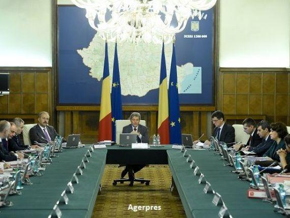 Premierul Dacian Ciolos a decis inlocuirea a patru ministri. Pe cine propune la Educatie, Transporturi, Comunicatii si Romani de Pretutindeni