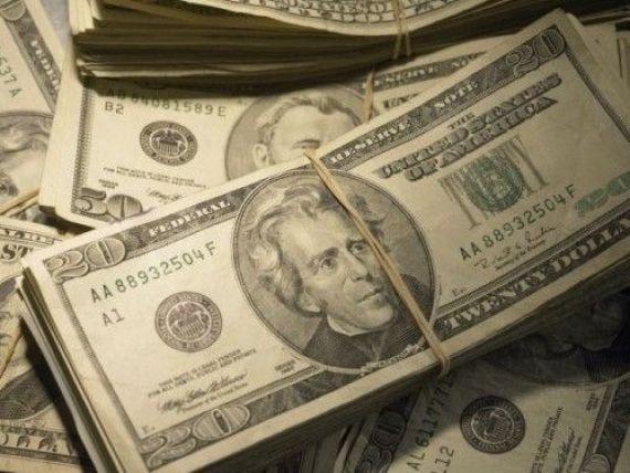 Leul se apreciza semnificativ in raport cu dolarul. Cursul pentru moneda americana scade sub 4 lei