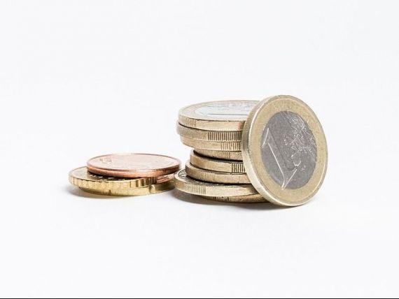 Euro depaseste pragul de 4,5 lei la cursul BNR. Leul s-a depreciat si fata de dolar si francul elvetian
