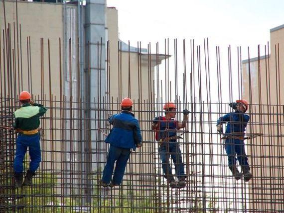 Tot mai mulți muncitori din afara UE, în România. Din ce țări vin și ce decizie a luat Guvernul