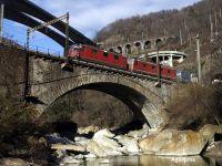 Cel mai lung tunel din lume, inaugurat in Elvetia. Linia de cale ferata care strapunge Alpii masoara 57 km, a fost construita in 17 ani si a costat peste 12 mld. dolari